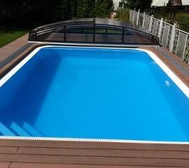 Schwimmbecken. Überlaufschwimmbecken
